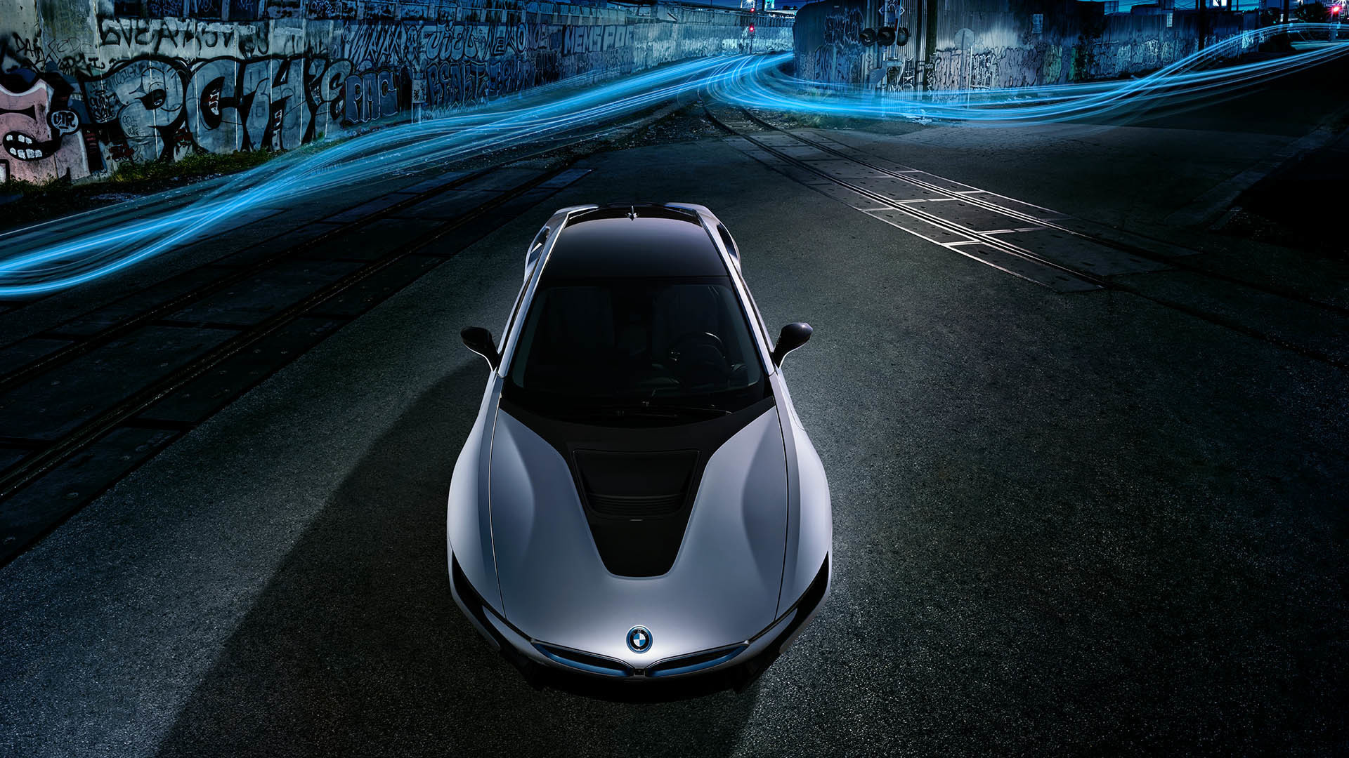 dw_1703_bmw_i8_shot_03_road_bgrnd_comp_fnl_lay_rgb_1920pxl